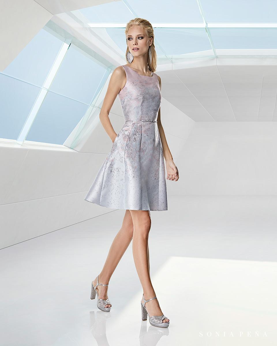 Vestido curto. Colecção Primavera-Verão Trece Lunas 2020. Sonia Peña - Ref. 1200058A