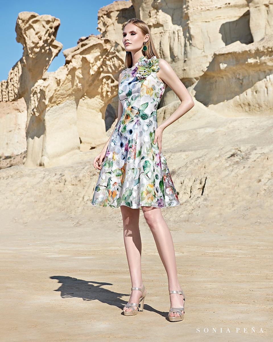 Vestido curto. Colecção Primavera-Verão Trece Lunas 2020. Sonia Peña - Ref. 1200144